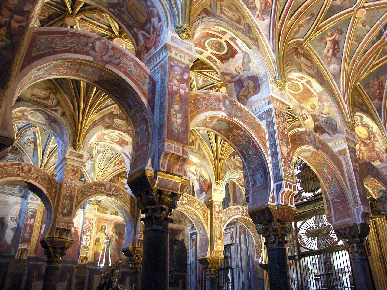 Image gallery mezquita cathedral for Interior mezquita de cordoba
